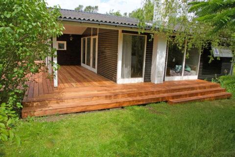 : Stor terrasse til sommerhus på Orø